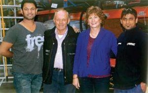 Saroo con la sua famiglia in Australia.