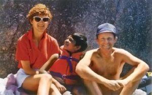 Saroo con Sue e John in Australia.